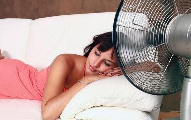 Berbahayakah Kebiasaan Tidur Depan Kipas?